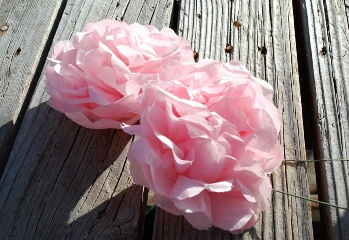 rosige-schöne-blumen-selber-machen-bastelideen-mit-papier