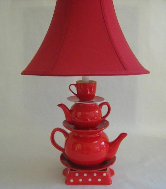rote-Teekanne-Lampe-dekoriert-mit-Polka-Dots