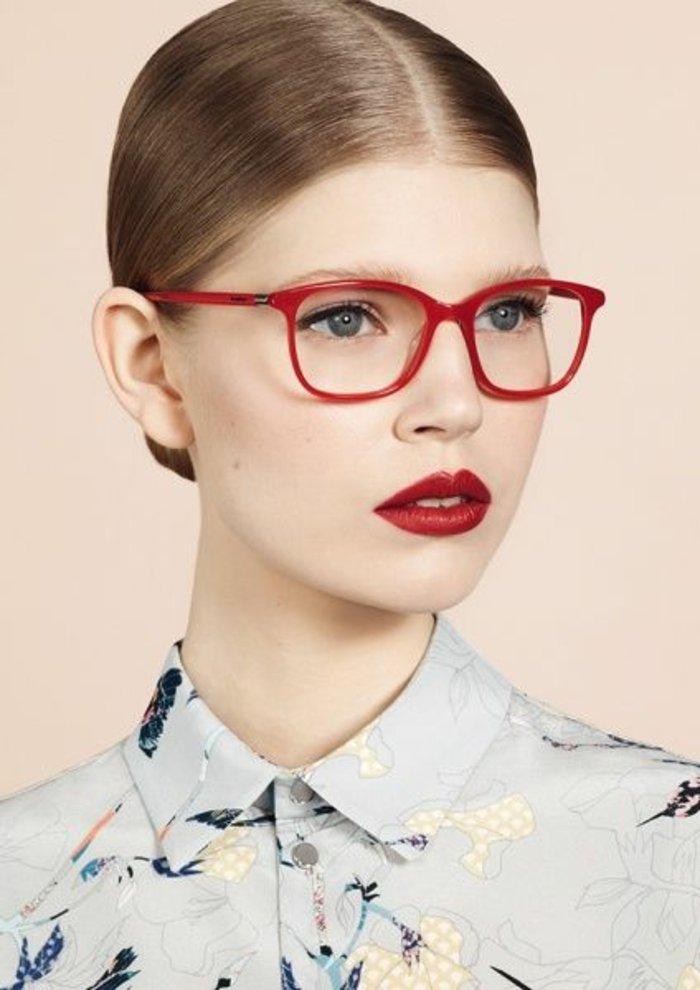 rote-retro-Brille-Modell-für-Frauen