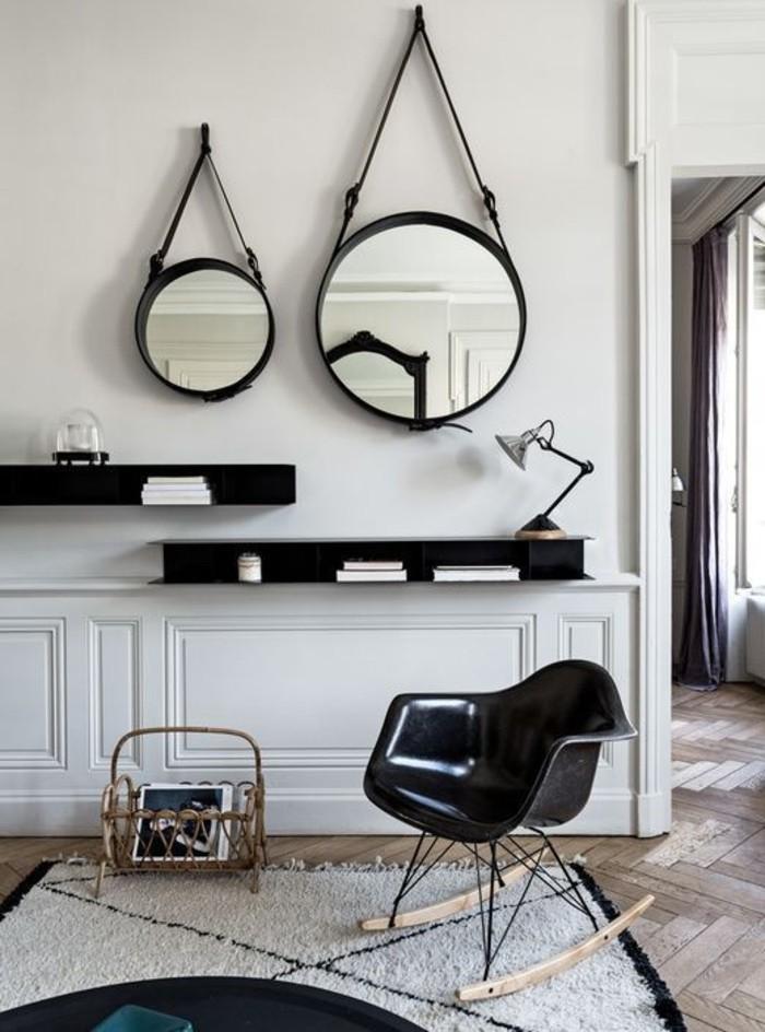 runde-Spiegel-Schaukel-Stuhl-flaumiger-Teppich