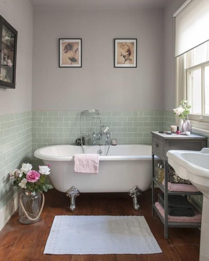 schön-dekoriertes-Badezimmer-mit-Badewanne-und-simplen-grünen-Wandfliesen