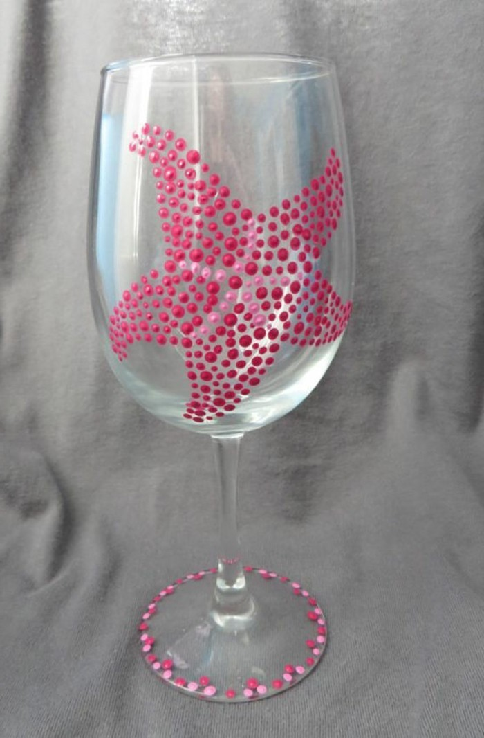 schön-dekoriertes-Glas-Seestern-gemacht-aus-einzelnen-rosa-Punkten