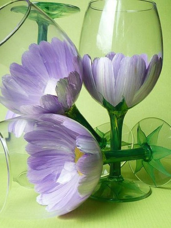 schöne-als-Blumen-bemalte-Weingläser