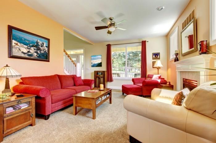 schöne-wohnideen-rotes-sofa-und-beige-wandfarbe-elegante-innengestaltung