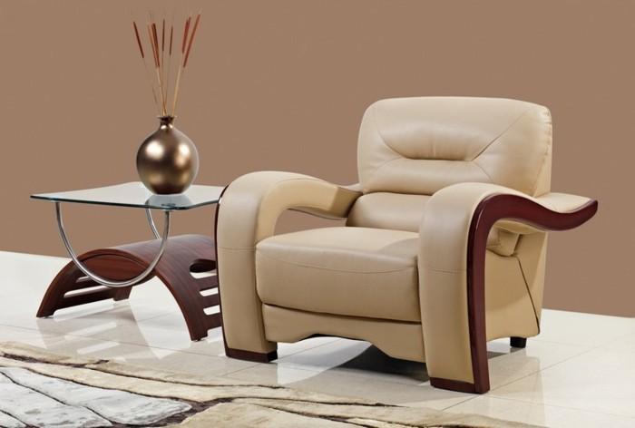schöner-sessel-in-beige-farbe-wohnzimmer-cappuccino-nuancen