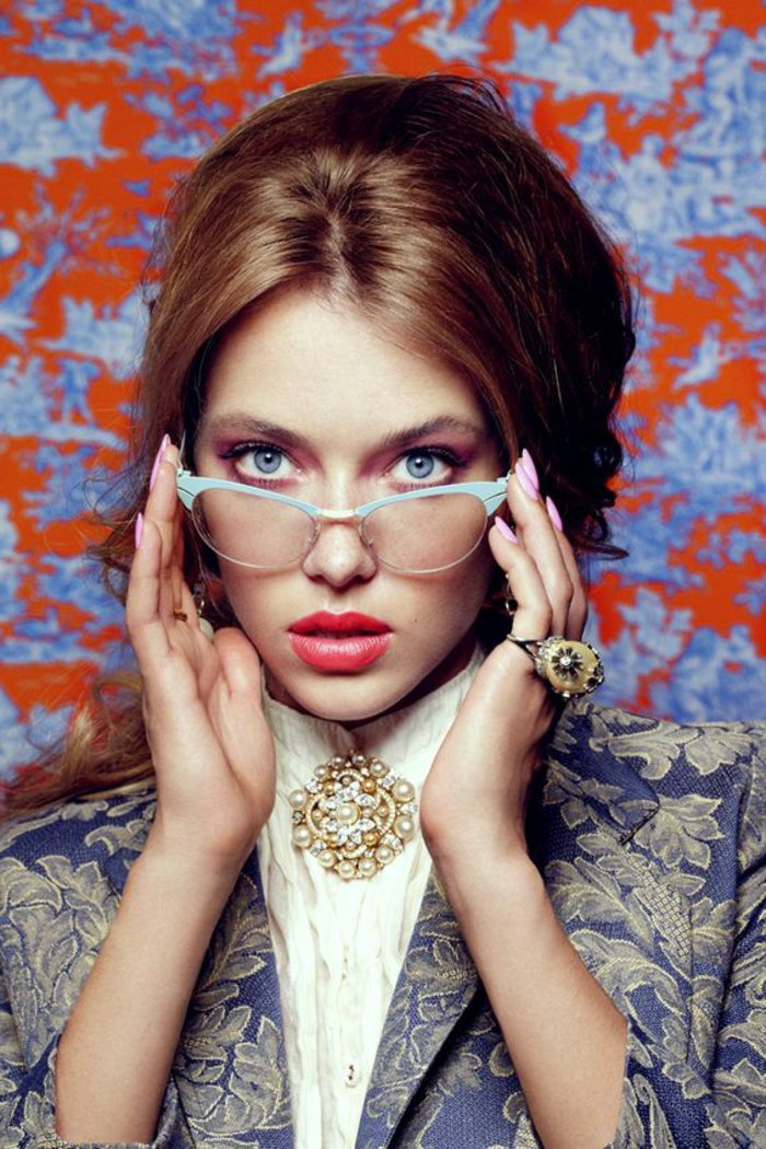 schickes-Modell-Brillen-ohne-Sehstärke-für-Damen
