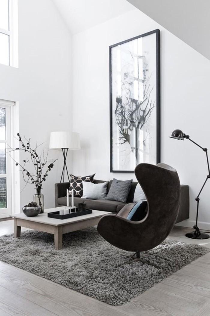 schlichtes-skandinavisches-Interieur-in-schwarz-und-weiß