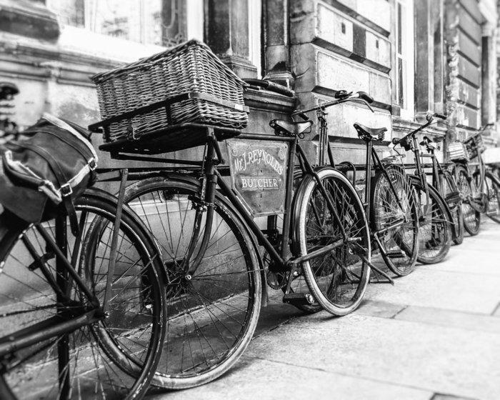 schwarz-weiße-Fotografie-retro-Fahrräder
