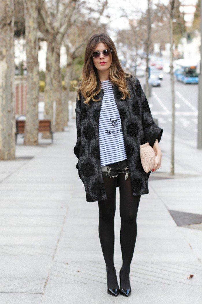schwarze-Jacke-Damen-mit-grauen-Ornamenten