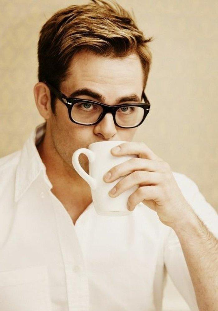 schwarze-Nerdbrillen-für-Männer-schönes-Modell