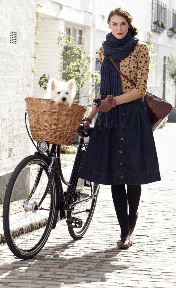 schwarzes-Damenfahrrad-mit-Korb-fürs-Hundchen