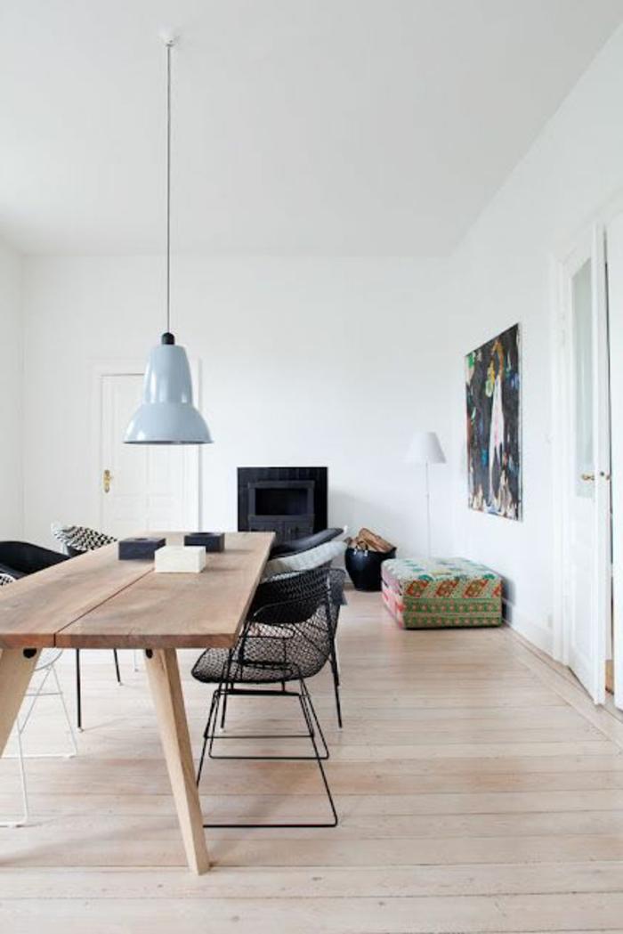 sclichte-schwarze-Stühle-aus-Metall