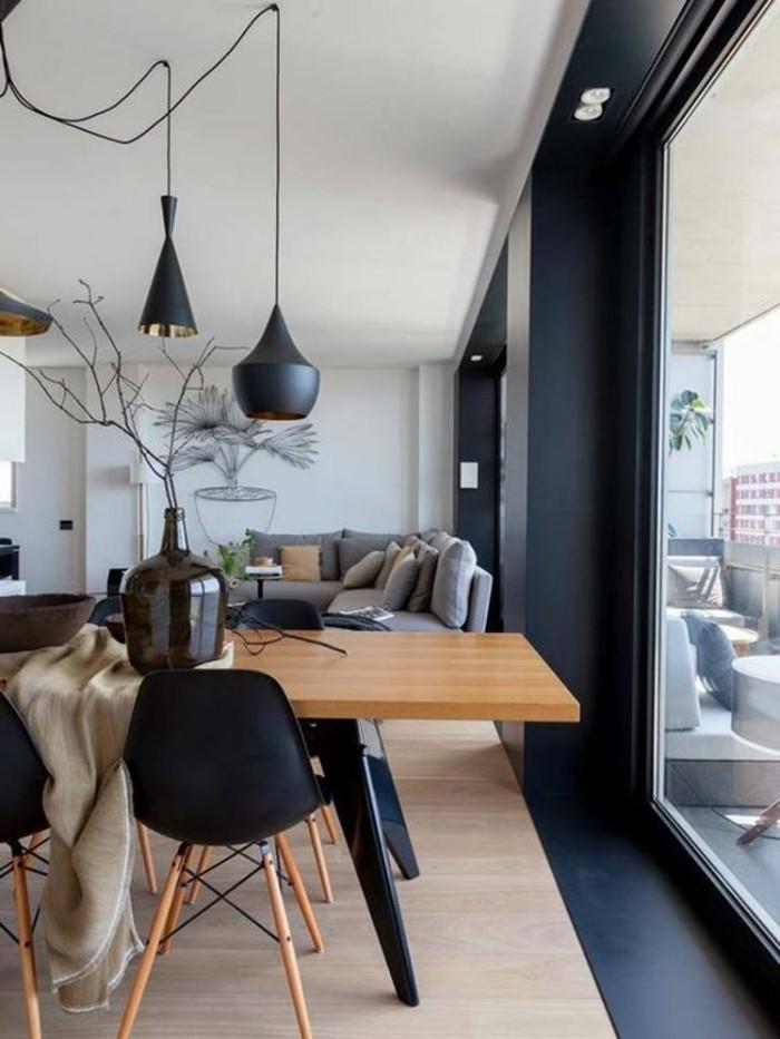 stilvolles-Interieur-Designer-Leuchten-moderne-Esszimmerstühle-in-Schwarz