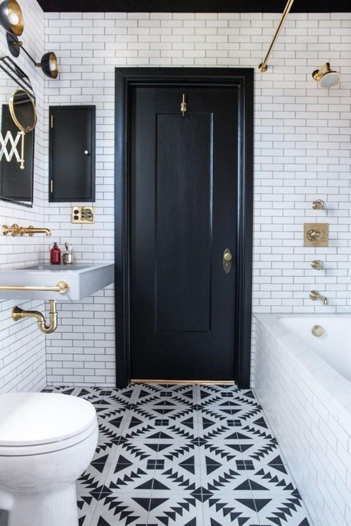 stilvolles-schwarz-weißes-Badezimmer-Interieur-fantastische-Fliesen