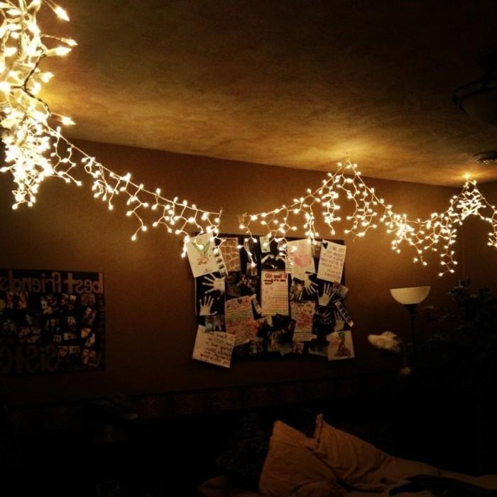 super-kreative-gestaltung-mit-leuchten-an-der-wand-im-schlafzimmer