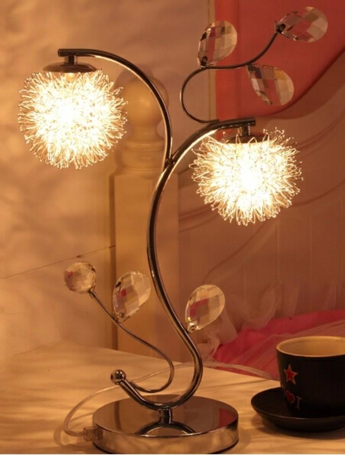 super-tolles-modell-lampe-auf-dem-nachttisch