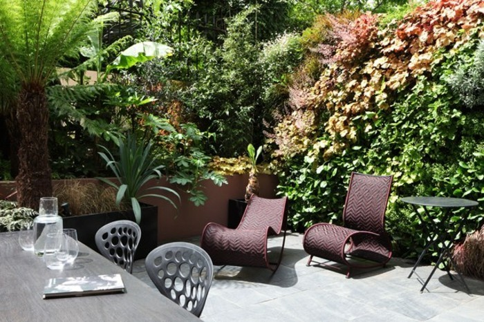 terrassengestaltung-ideen-wunderschöne-umgebung-grüne-pflanzen