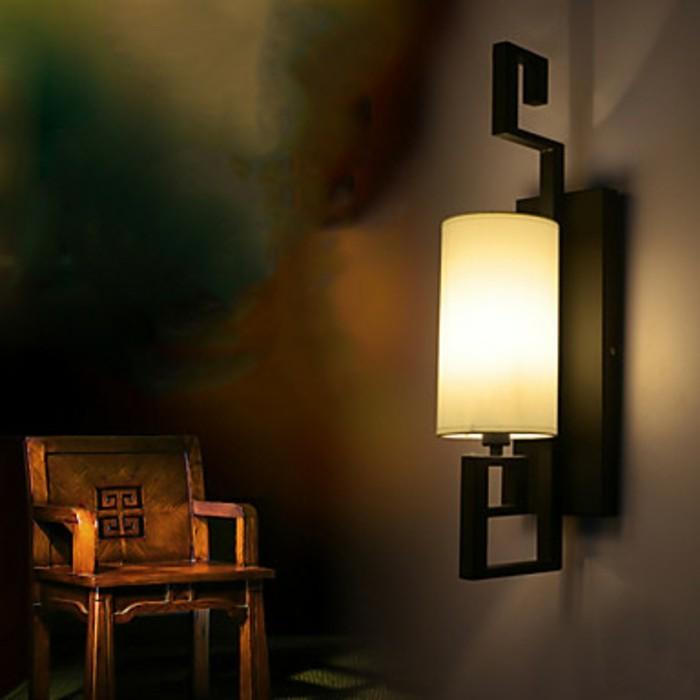 tolle-wandgestaltung-mit-leuchten-im-schlafzimmer