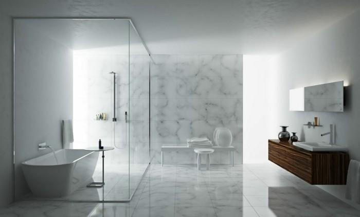 tolles-badezimmer-mit-moderner-duschkabine-aus-glas