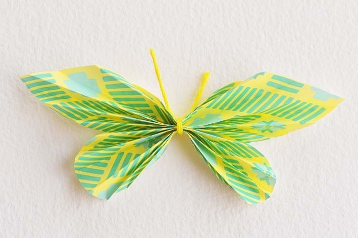 tolles-modell-schmetterling-in-grün-bastelideen-aus-papier