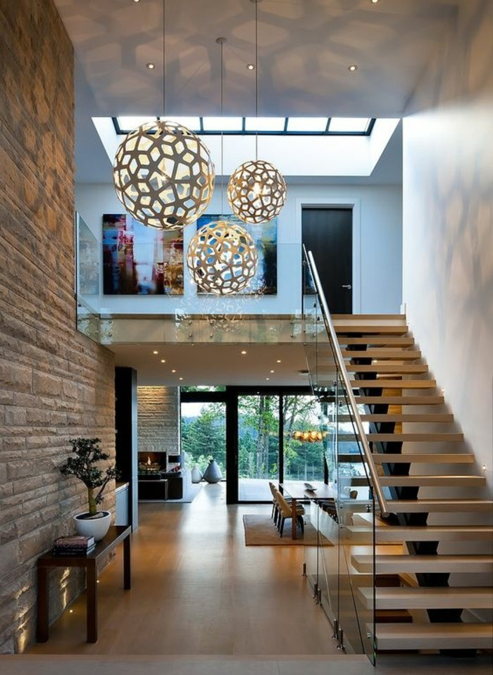 treppe-mit-glasgeländer-elegante-wohnung-design