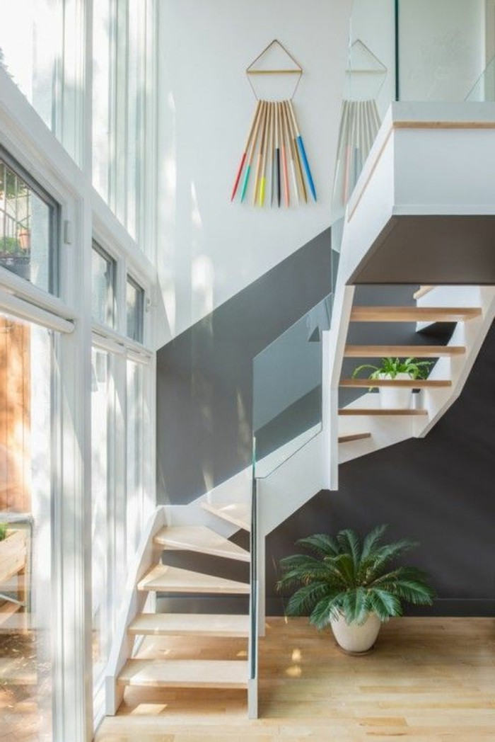 treppe-mit-glasgeländer-gebogene-treppen
