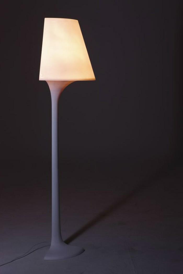 ultramoderne-standlampe-dunkler-hintergrund-super-design