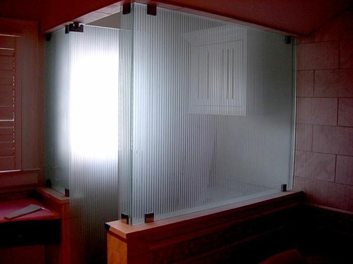 unikale-gläserne-gestaltung-duschwand