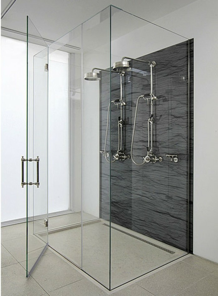 unikale-luxuriöse-duschkabine-aus-glas-schickes-interieur