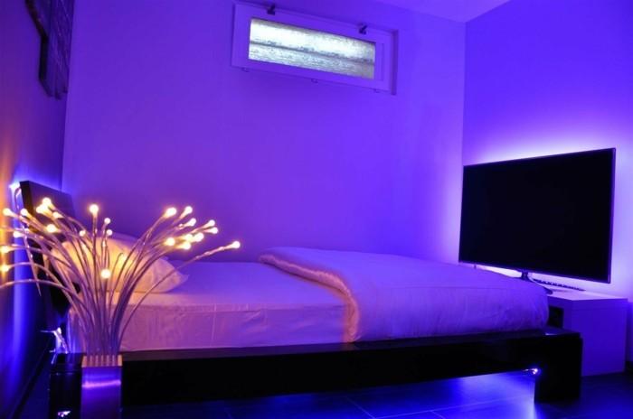 unikales-design-schlafzimmer-mit-deckenleuchten