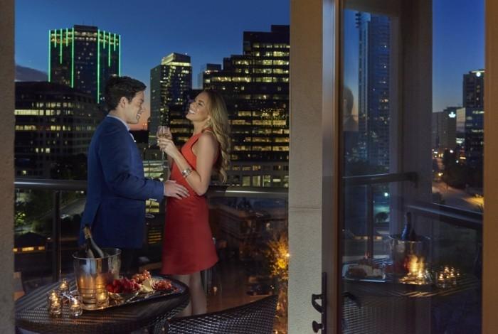 valentinstag-bilder-man-und-frau-auf-der-romantischen-terrasse