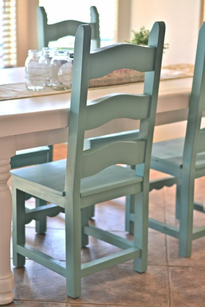 vintage-Esszimmerstühle-in-Minze-Farbe