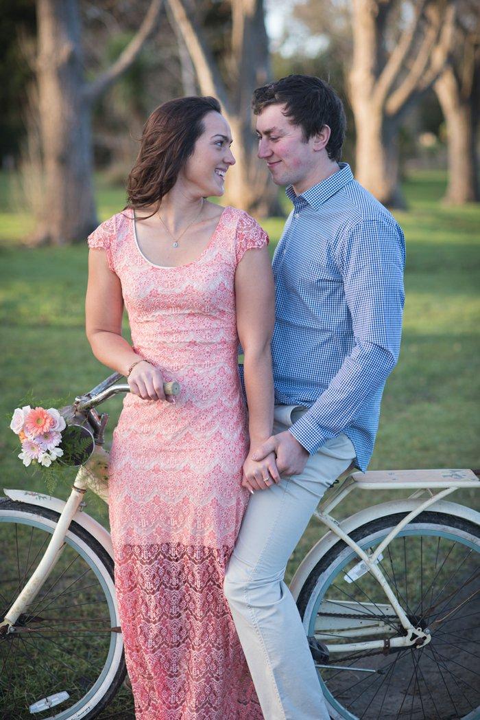 vintage-Fahrrad-in-Weiß-für-Verliebte