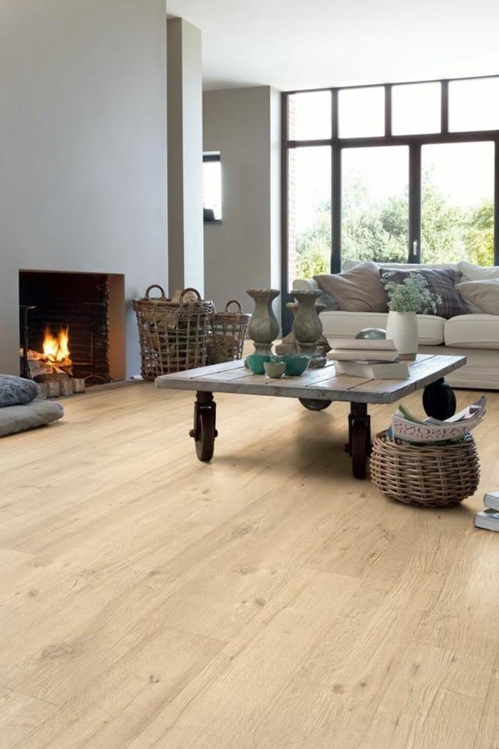 Laminat wohnzimmer modern  drehstuhle esszimmer und mit dekoration kamin und laminat fusboden ...