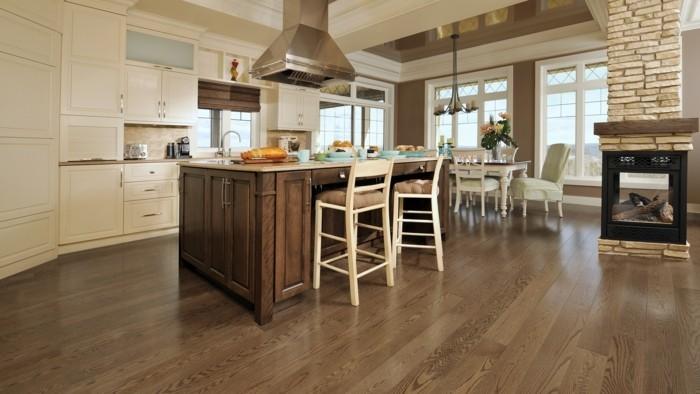 vinylboden-verlegen-eine-große-moderne-küche