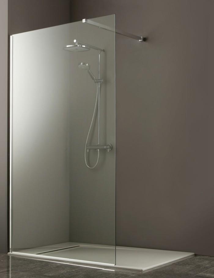 walk-in-dusche-aus-glas-modernes-badzeimmer-interieur