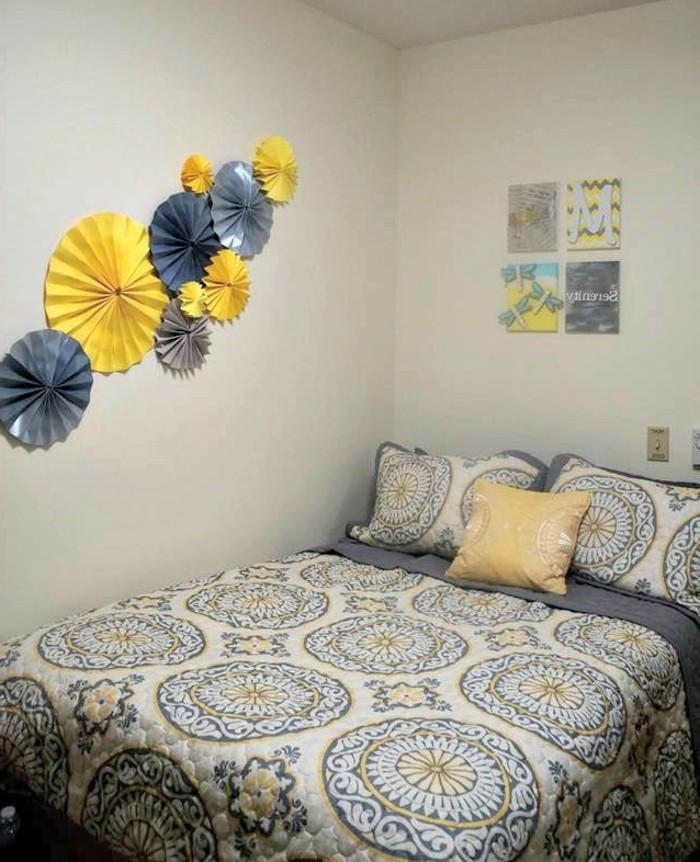 wanddeko-selber-machen-interessante-hängende-artikel-im-schlafzimmer