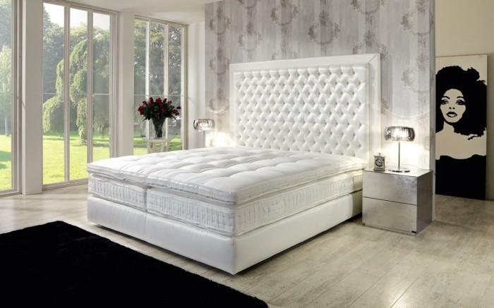 weißes-modell-bett-mit-stauraum-schwarzer-teppich