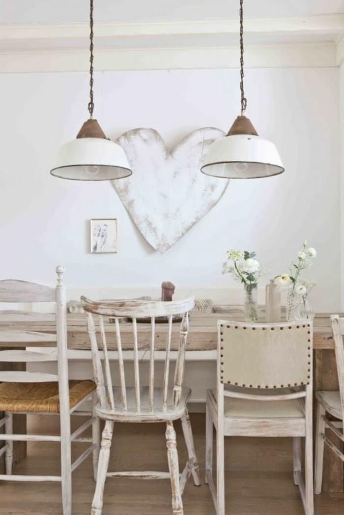 weißes-vintage-Interieur-mit-shabby-chic-Elementen
