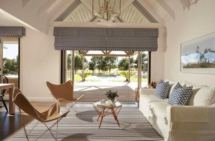 wohnzimmer-in-beige-schönes-sofa-mit-dekokissen