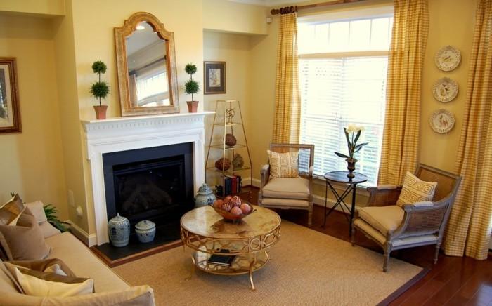 wohnzimmer-wandfarbe-goldene-elemente-schöne-gardinen