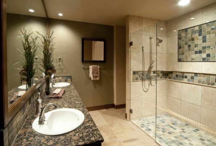 wunderschöne-große-duschkabine-aus-glas-im-badezimmer
