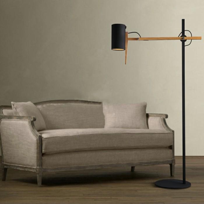 wunderschönes-design-originelle-standlampe-neben-einem-sofa
