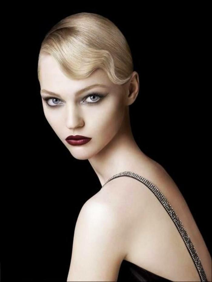 wunderschönes-foto-20er-mode-inspiration-haare-makeup-kleidung