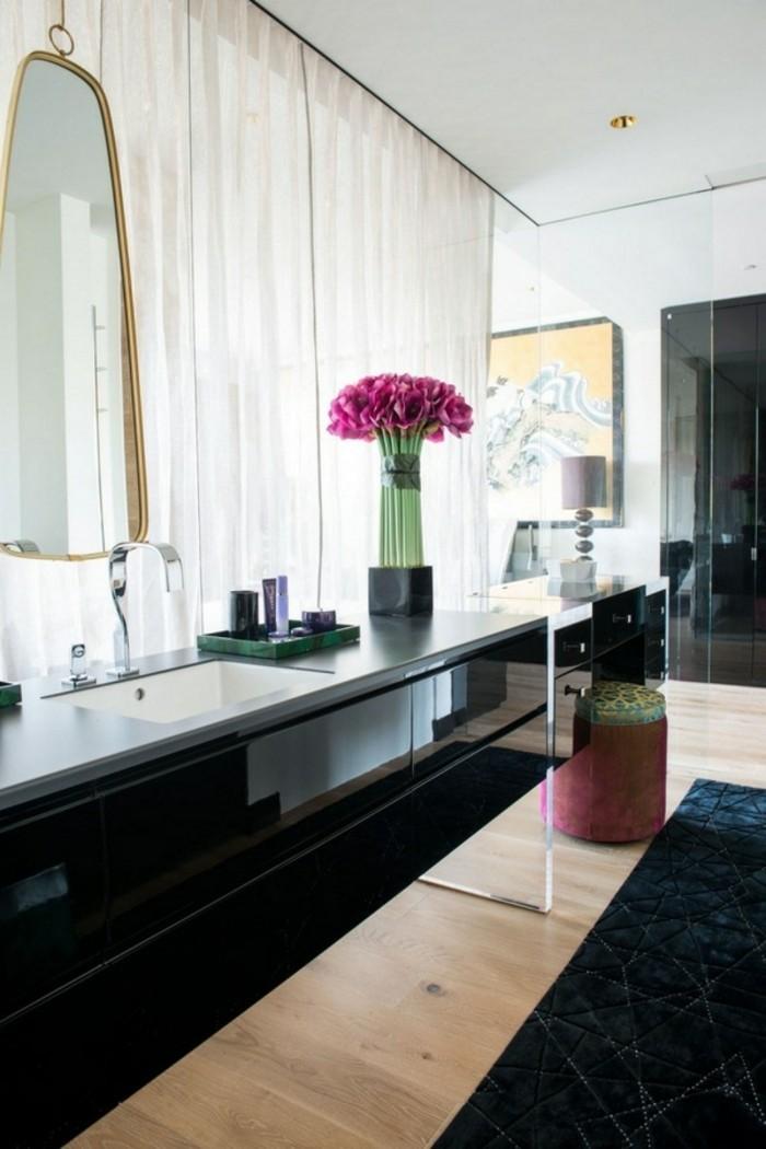 Wunderschönes Modell Badezimmer Elegantes Waschbecken Rote Blumen