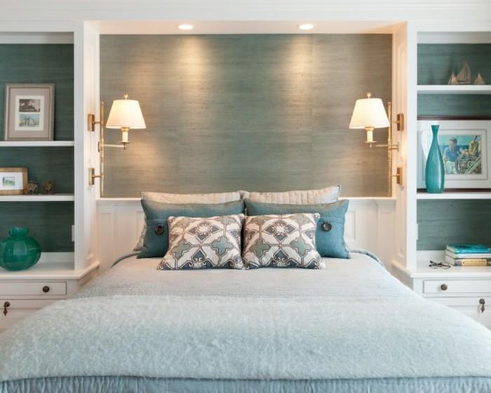 wunderschönes-schlafzimmer-mit-interessanten-wandleuchten