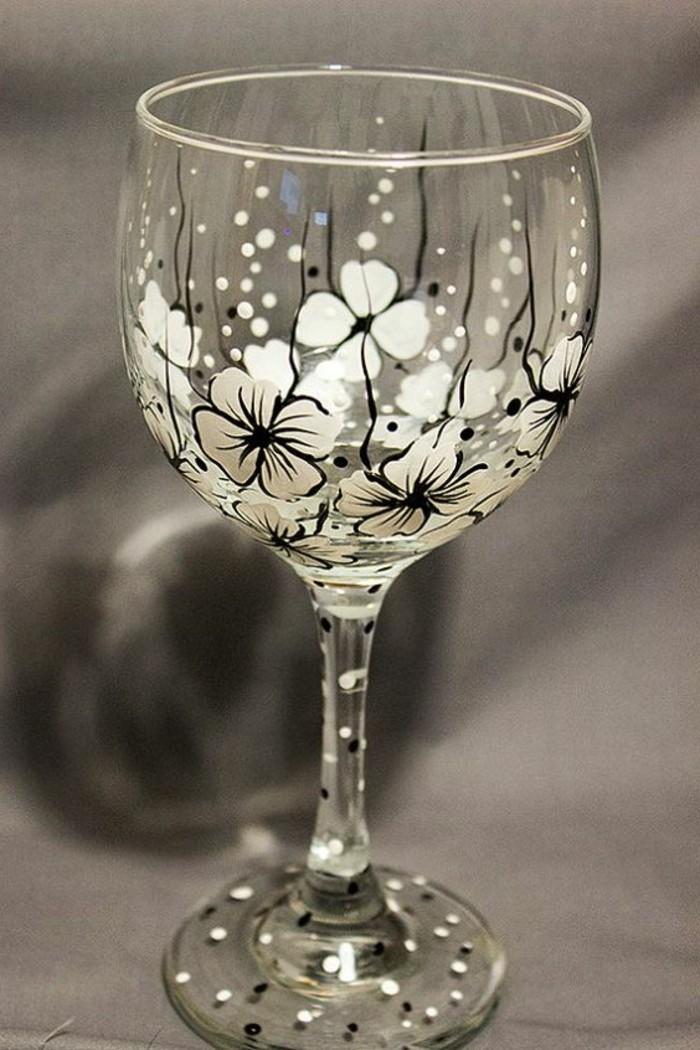 zärtliche-Blumen-Dekoration-geeignet-für-Rotweingläser
