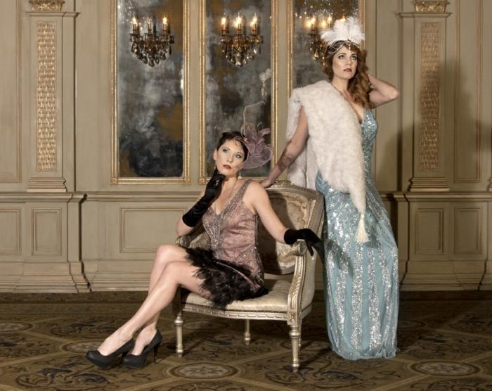 kleidung 20er - zwei wunderschöne damen mit elegantem look