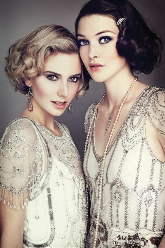 zwei-herrliche-damen-mit-interessanter-kleidung - 20er jahre modelle