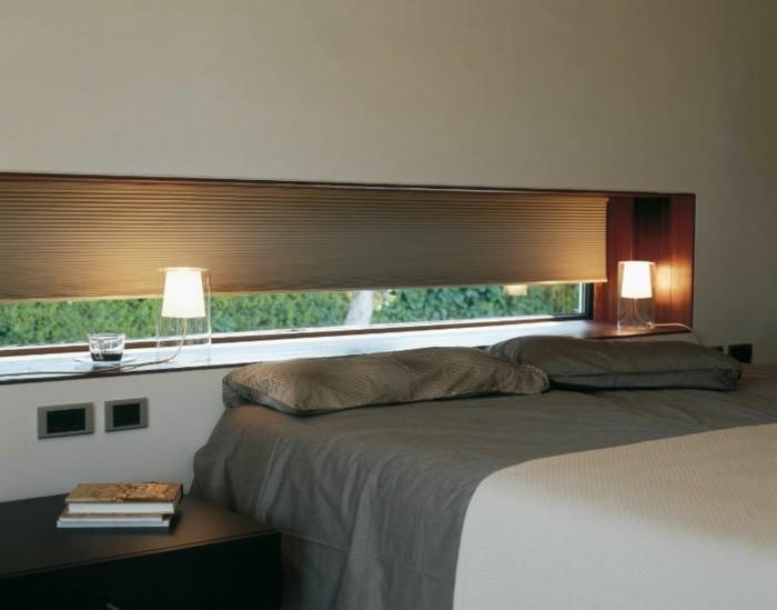 zwei-interessante-tischleuchten-im-modernen-schlafzimmer
